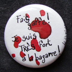 Badge Très Fort à la Bagarre
