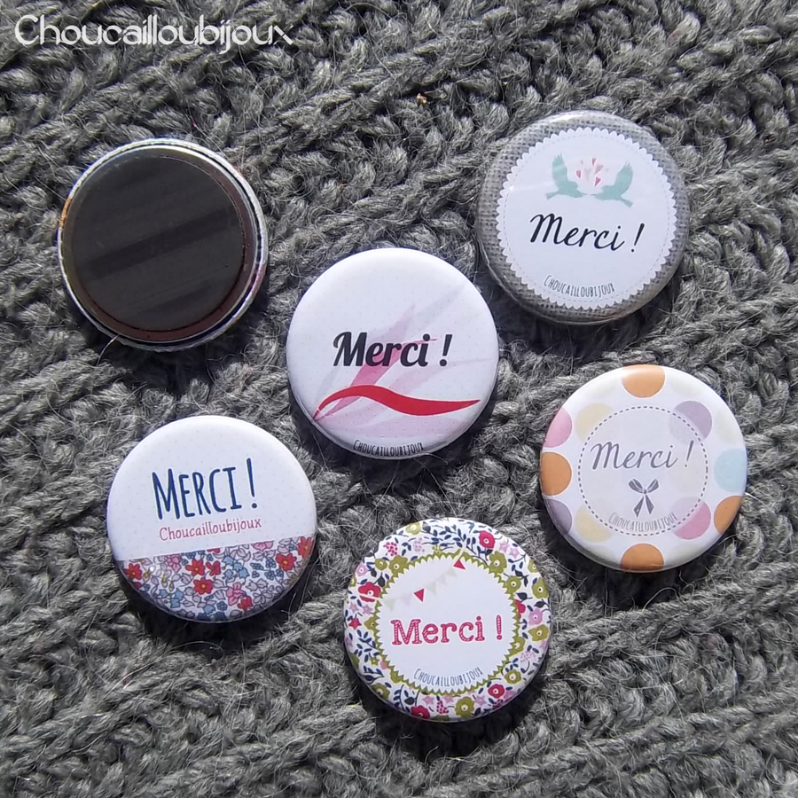 badge magnet aimant merci liberty vert bleu rose rouge choucabi. Black Bedroom Furniture Sets. Home Design Ideas