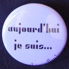 .Badge Aujourd'hui je suis - Gris