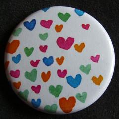 Badge «Les Amoureux» Coeurs Multicolores