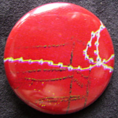 Badge Couture sur Rouge