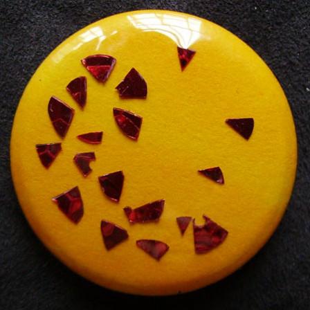 Badge Paillettes Rouges sur Soleil