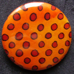 Badge Pois Rouges sur Orange