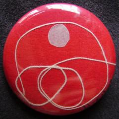 Badge Tournoiement Blanc sur Rose