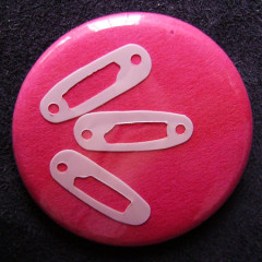 Badge 3 épingles roses