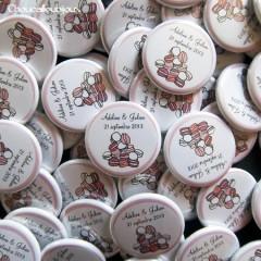 """Mariage """"Douceur & Macarons"""", badges personnalisés de Adeline & Julien"""