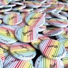 """Mariage """"Multicolore"""", badges personnalisés de Mélanie & Jérémie"""