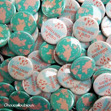 """Mariage """"Voyage Pastel"""", badges personnalisés de Jessica & Julien"""