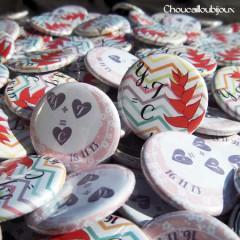 """Mariage """"Pastel & Pacifique"""", badges personnalisés de Yolande & Thibault"""