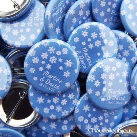 """Mariage """"Bleu Neige"""", badges personnalisés de Martine & David"""