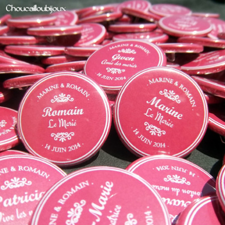 Mariage «Fuchsia & Ornement», badges personnalisés de Marine & Romain