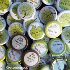 """Mariage """"Vert Pomme & Chocolat"""", badges personnalisés de Jess & Will"""