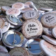 *Mariage «Dentelle, Pêche & Vert d'eau», badges personnalisés de Elodie & Prince