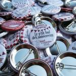 Mariage «Guinguette & Accordéon», badges personnalisés de Valentine & Benjamin