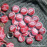 Mariage «Keep calm Rouge», badges personnalisés de Julia & Émilie