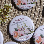 *Mariage «Fleurs Aquarelle», badges personnalisés de Clara & Hugo