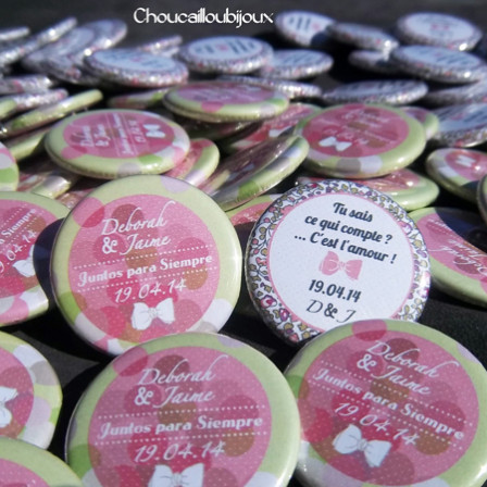 Badges mariage personnalisés Déborah & Jaime – Pois Verts & Roses