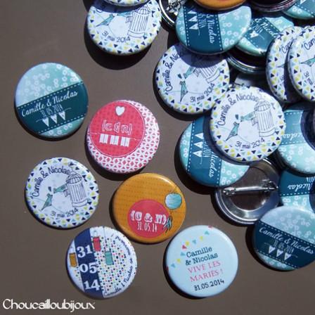 """Mariage """"Graphique & Liberty"""", badges personnalisés de Camille & Nicolas"""
