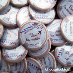 *Mariage «Voyage & Air mail», badges personnalisés de Laétitia & Florian