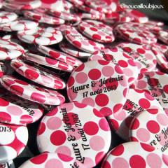 """Mariage """"Pois Roses Vifs"""", badges personnalisés de Laure & Jérémie"""