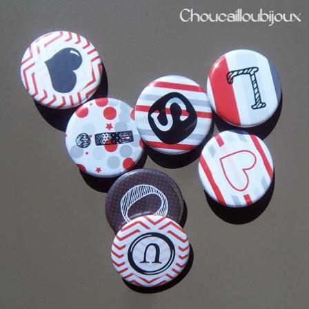 Badges Personnalisés Naissance Louis - Rouge, Gris & Noir