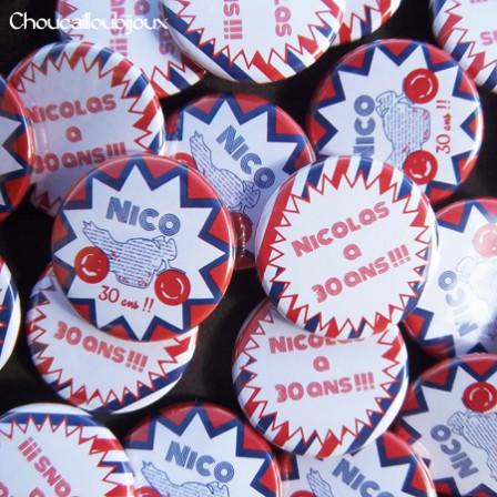 Badges Personnalisés Anniversaire Nicolas - Moto Rouge & Bleu