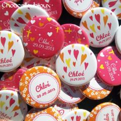 Badges Personnalisés Baptême Chloé - Cœurs Fuchsia & Orange