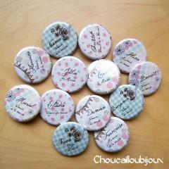 """Mariage """"Doux & Romantique"""", badges personnalisés de Julie & Eric"""