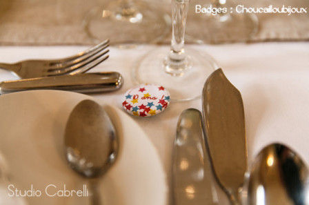 Badges-Mariage-Personnalise_s-J_T-Etoiles-Badges-Table.jpg