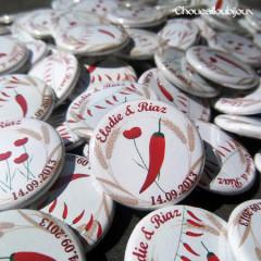 """Mariage """"Piment & Coquelicot"""", badges personnalisés de Elodie & Riaz"""