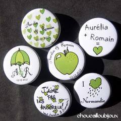 """Mariage """"Vert Pop!"""", badges personnalisés de Aurélia & Romain"""