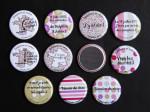 Badges mariage personnalisés Delphine & Julien – Humour & Liberty