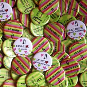 """Mariage """"Couleurs Suisses"""", badges personnalisés de Isaline & Régis"""