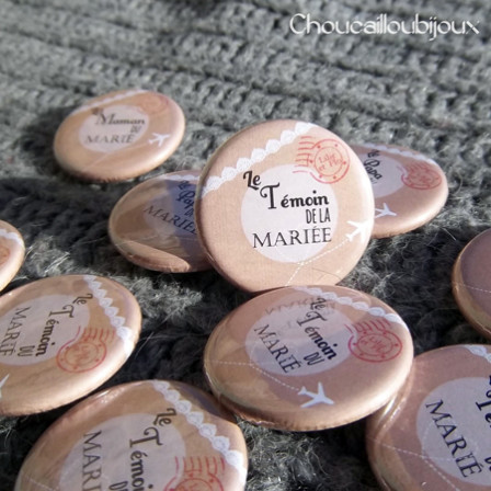 2014-01-Badges-Mariage-Personnalise_s-A_F-Annonce-Proches-Dentelle-Craft-Tampon-Postal-Air-Mail-32mm.jpg