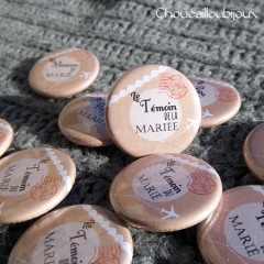"""Mariage """"Dentelle & Air mail"""", badges personnalisés de Aurélie & Florentin"""